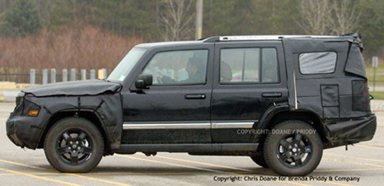 Partially Uncovered 06 Jeep Commander Pic