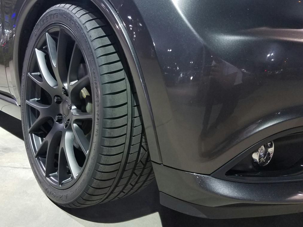 22 Inch Tires >> 22x10 45et hellcat replicas wrapped in 285/35/22